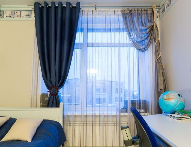 асимметричные шторы в детской комнате