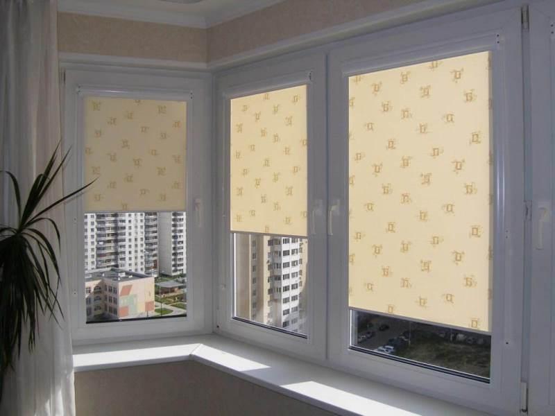 Рулонные шторы на балкон и лоджию с фото.