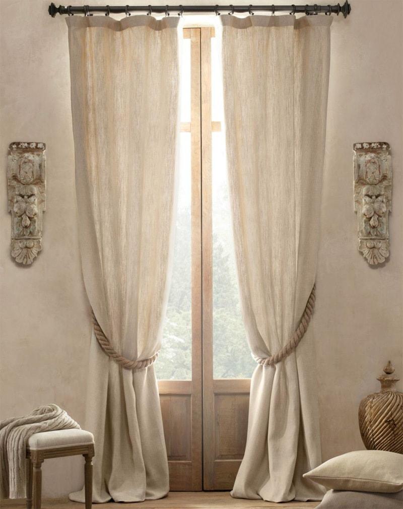льняные шторы в гостиной в тон с мебелью