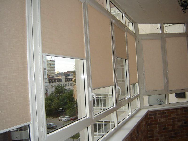 рулонки на балконе