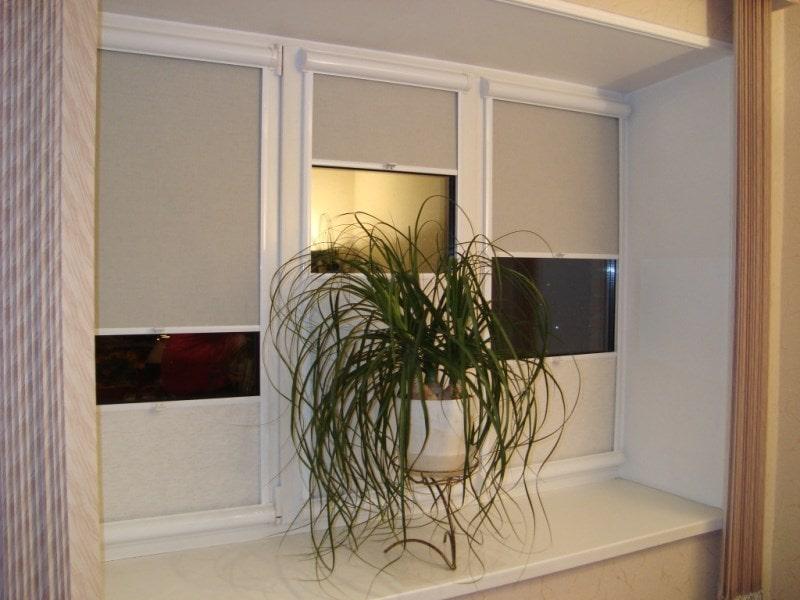 рулонки уни на окне и сверху и снизу