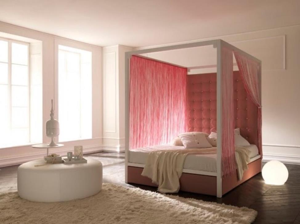 кровать с занавесками