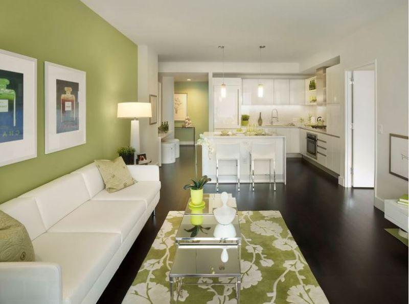 кухня-столовая в бело-зеленых тонах