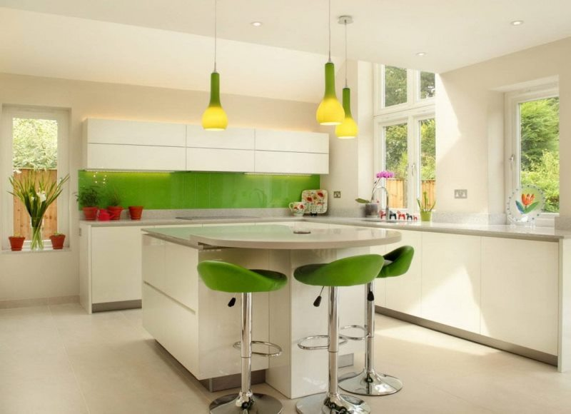 очень грамотное соотношение цвета в столовой-кухне