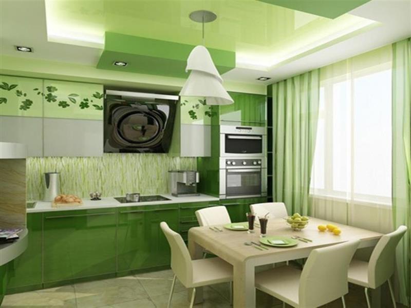 занавески в пол на зелено-белой кухне