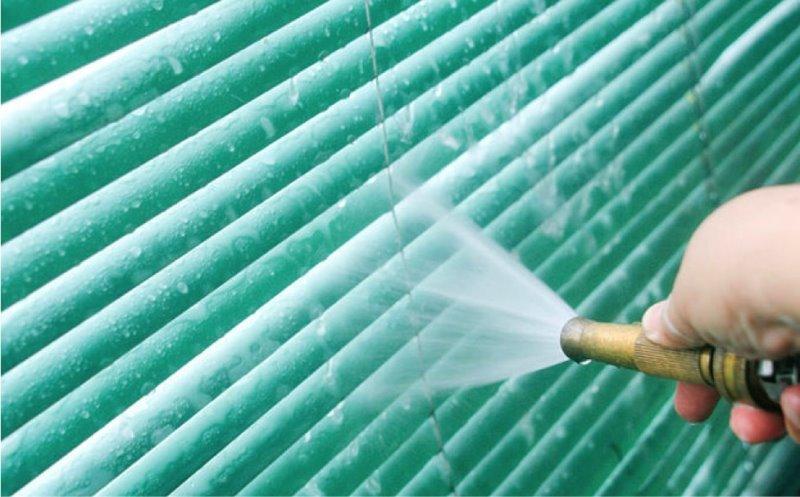 споласкивание жалюзи струей воды
