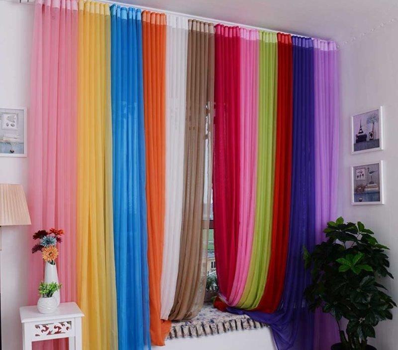 радужные занавески в детской комнате