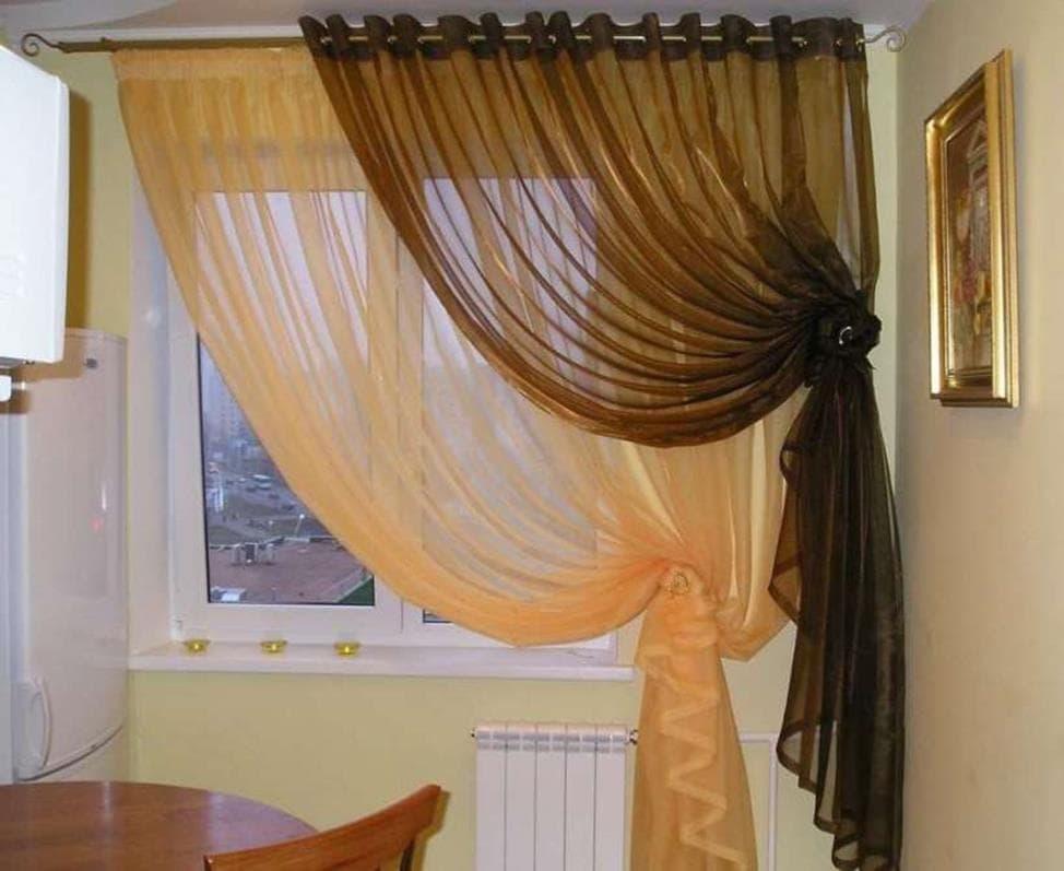 сочетание двух тюлей разных оттенков на одном окне