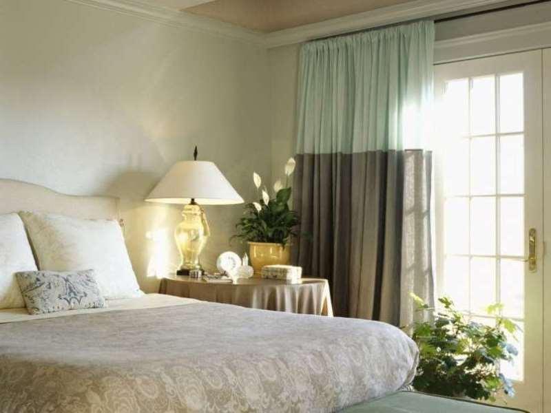 спальня выдержанная в нордическом классицизме