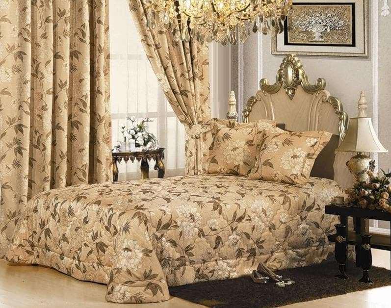 сочетание постельного белья и штор выполненные из одного материала