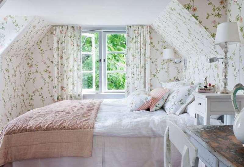 шторы и стены спальни в одной расцветке