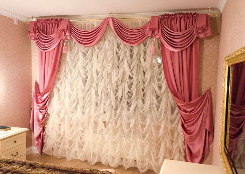 легкая французская штора с шелковыми портьерами и ламбрекеном