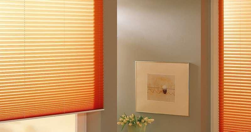 оранжевые шторы прекрасно подойдут для западных и северных окон
