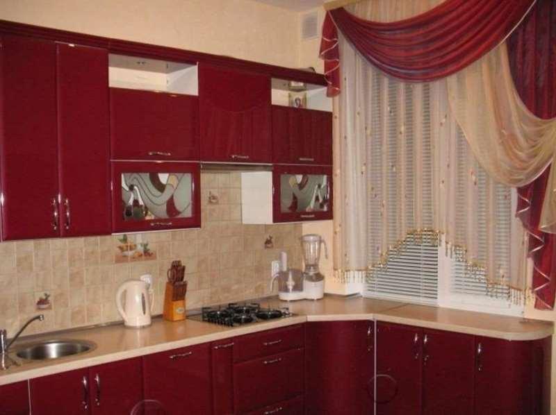 оригинальное драпировка штор на кухне
