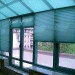 шторы плиссе на окна с выходом на балкон