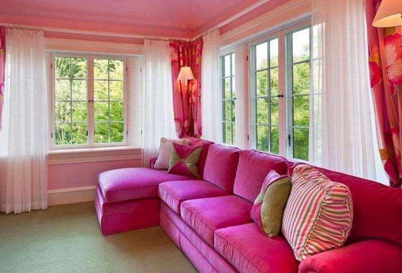 сочетание розового в гостиной