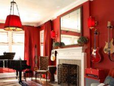 Красные шторы в интерьере разных комнат с фото