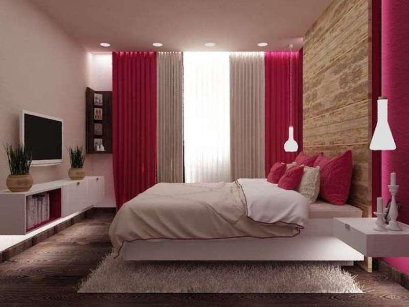 малиновые шторы в интерьере спальни