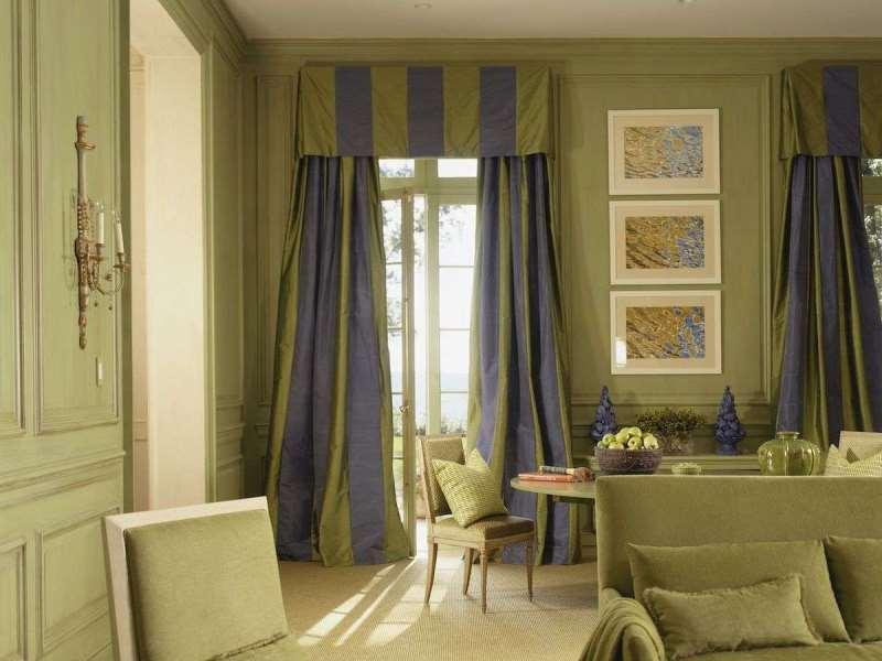 цвет штор частично перекликается с цветом стен