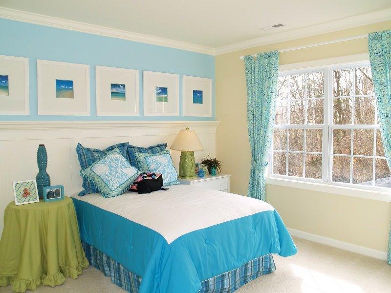 несколько видов голубого в одной спальне