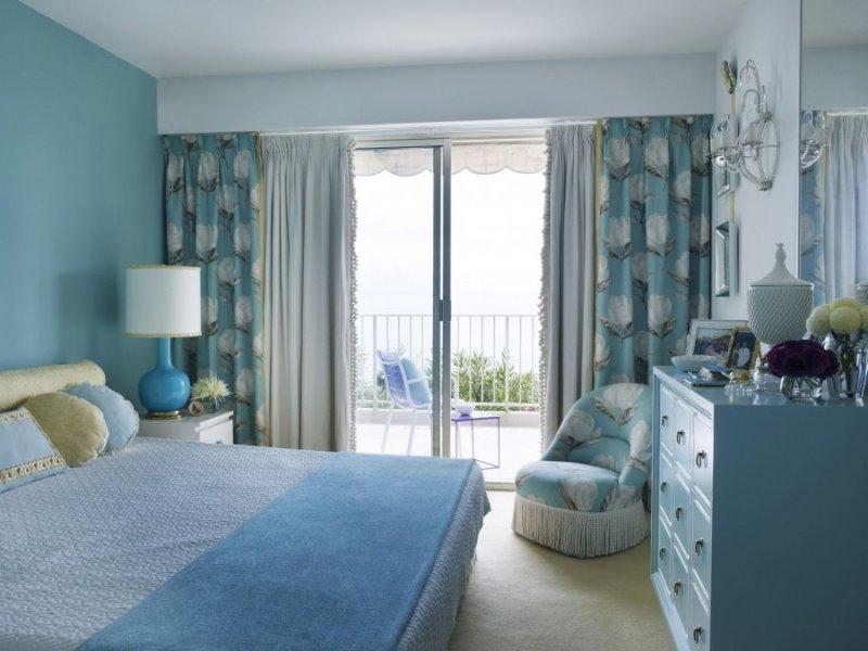 приглушенные цвета штор будут уместны в спальне