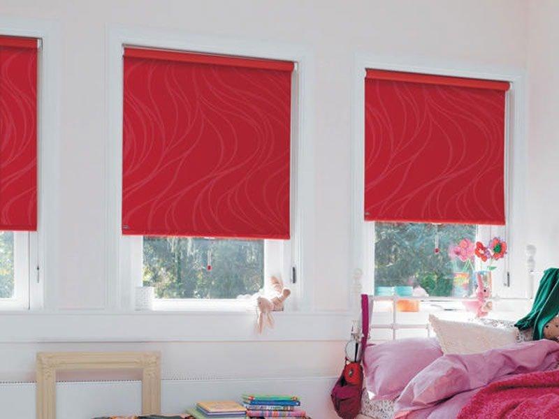рулонные шторы блэкаут красного цвета