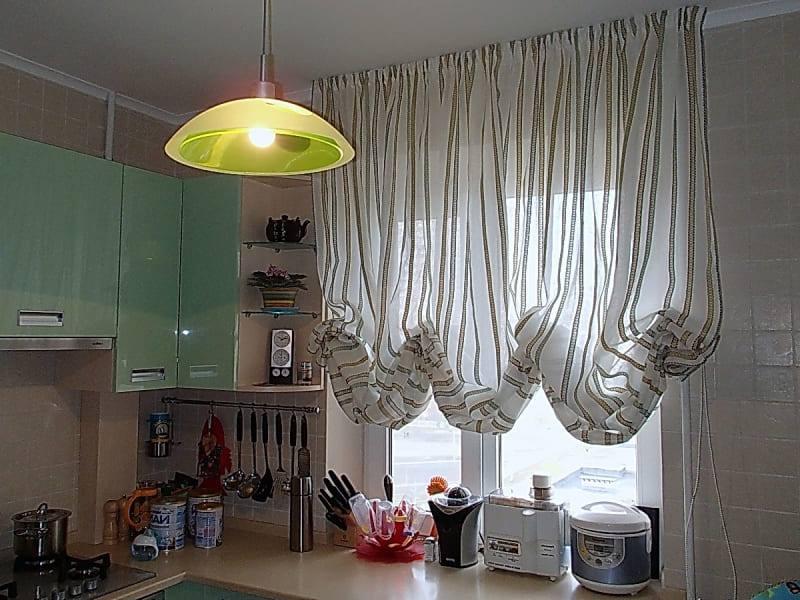 Австрийские занавески на кухне