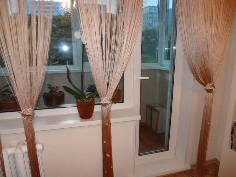 кисея на кухне с выходом на балкон