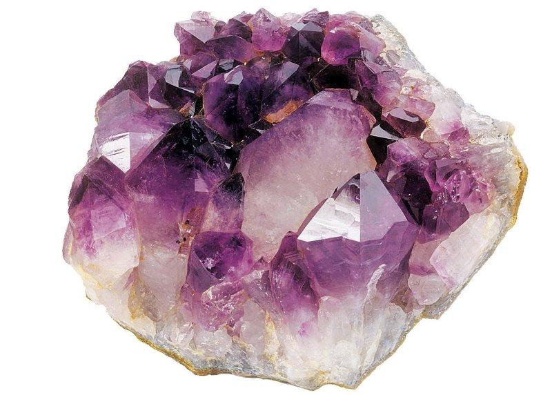 кристалл с лиловыми вкраплениями