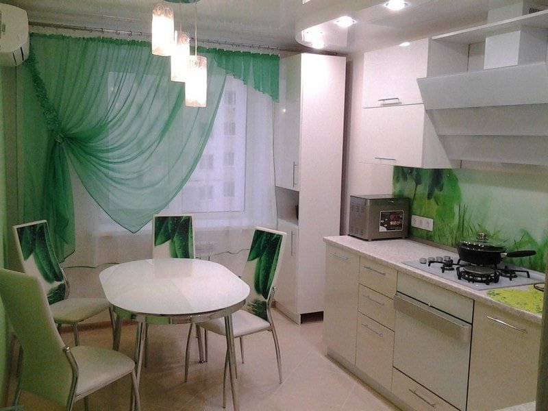 кухня в изумрудно белых тонах