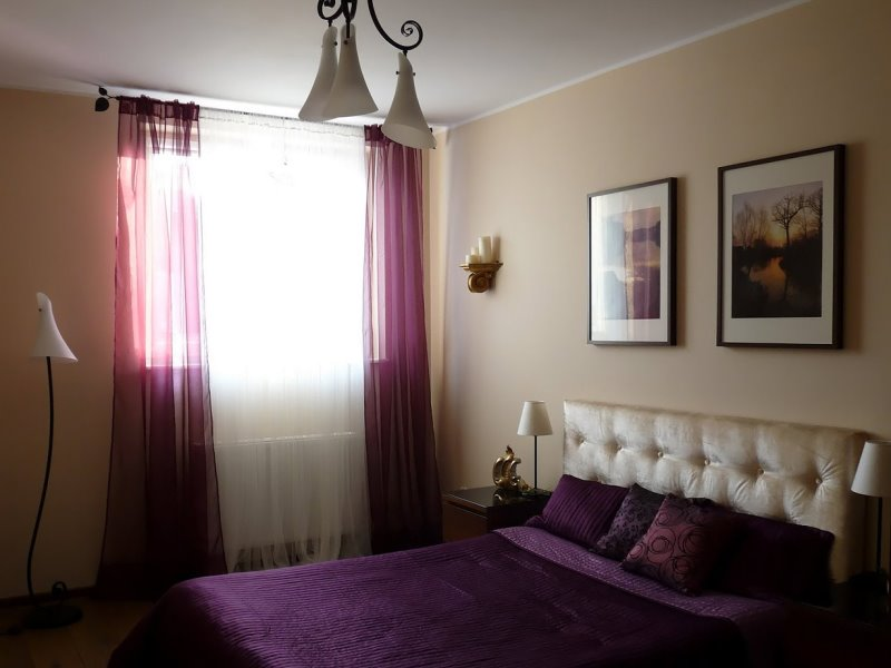 легкий фиолетовый тюль в спальне