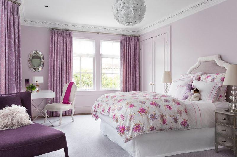 лиловые шторы в интерьере спальни