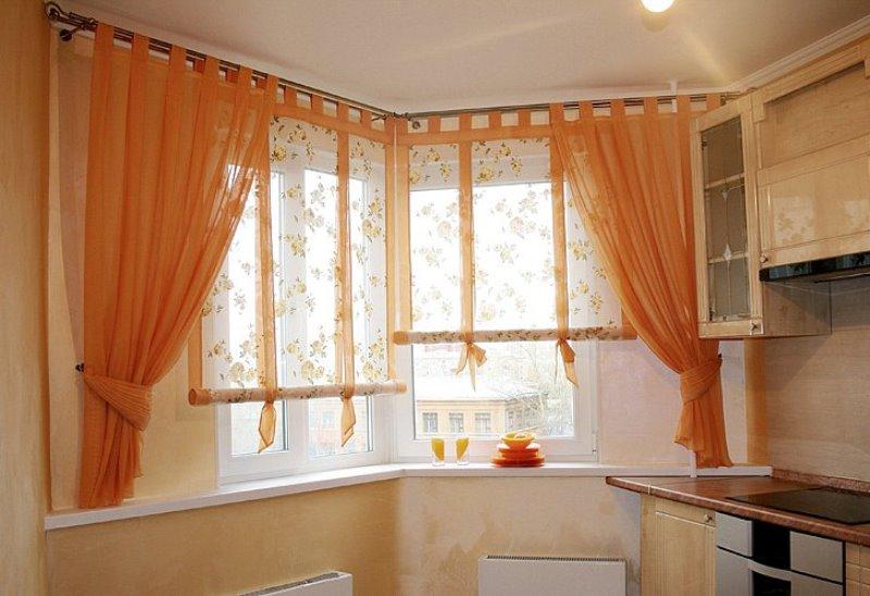 нежные терракотовые занавески на кухне