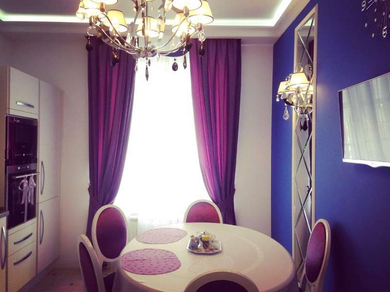 шторы фиолетового цвета на кухне