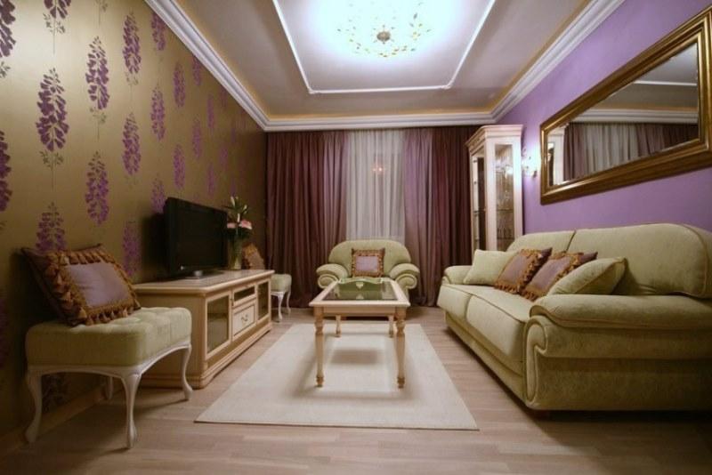 шторы лилового цвета в зале
