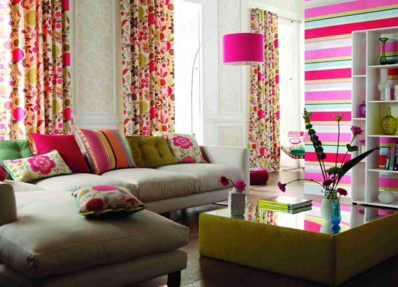 веселенькая расцветка штор в гостиной