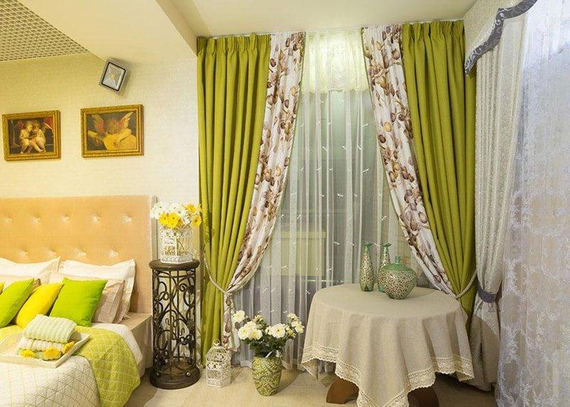 фисташковые шторы в спальне