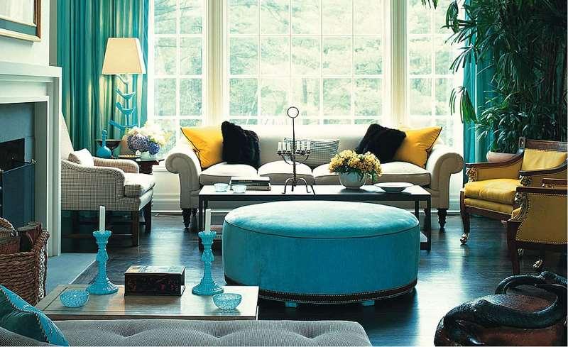 гостиная с мятными шторами в цвет другим вещам в комнате