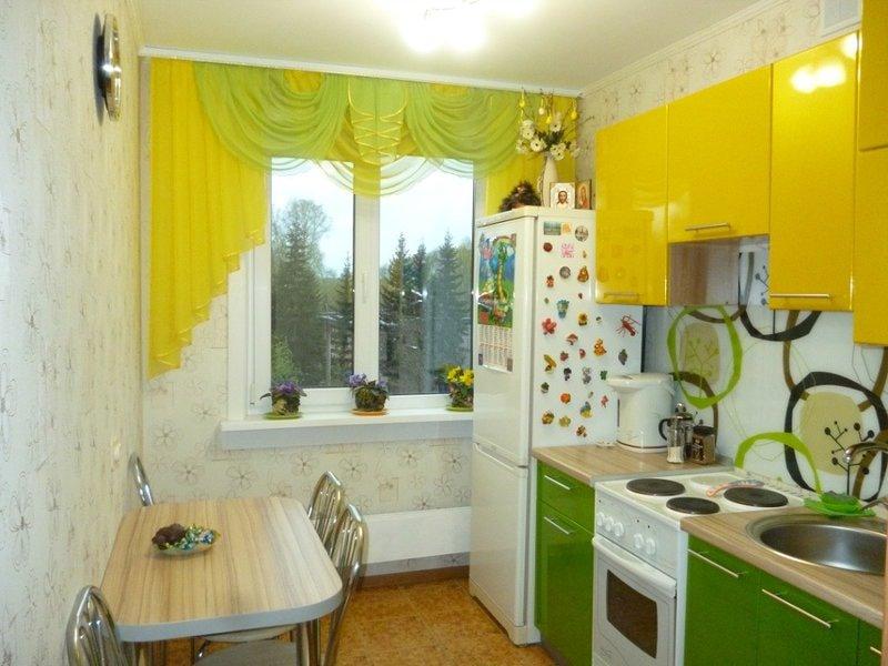 комбинирование двумя цветами на кухне