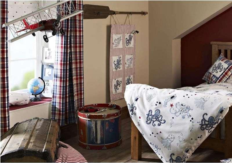 консервативные занавески в спальне для подростка