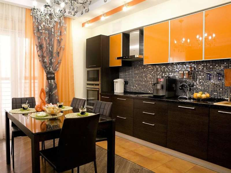 кухня в оранжево-черных цветах