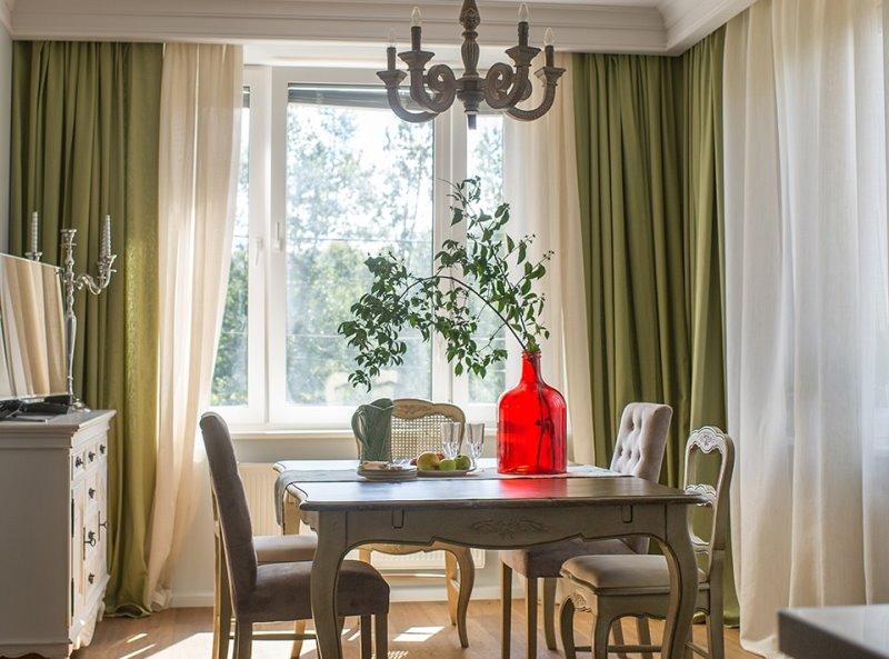 респектабельные портьеры травяного цвета в столовой