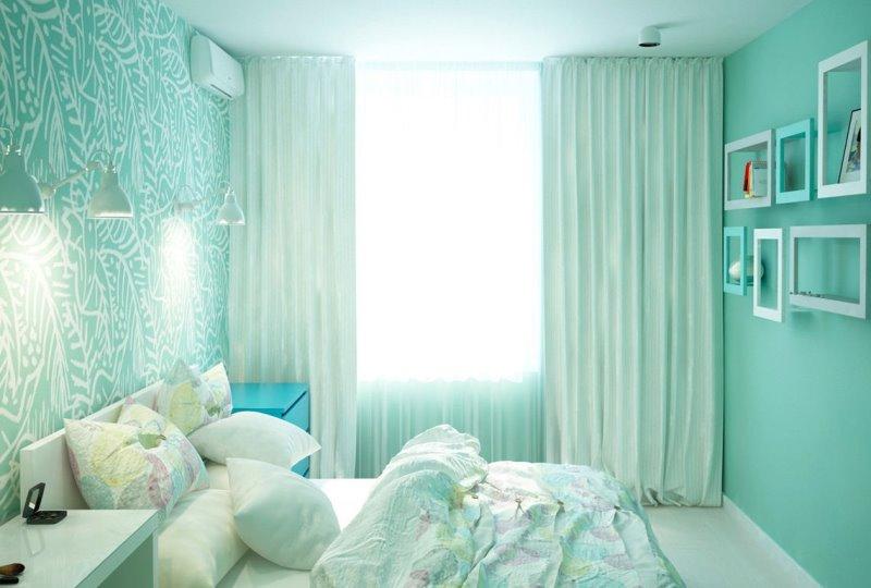 шторы с мятным отливом в спальне