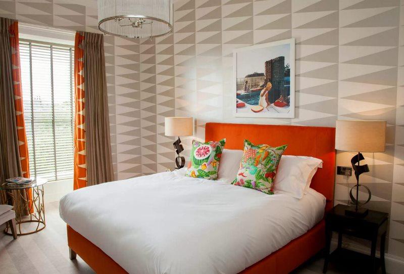 сочетание оранжевого и серого для спальни