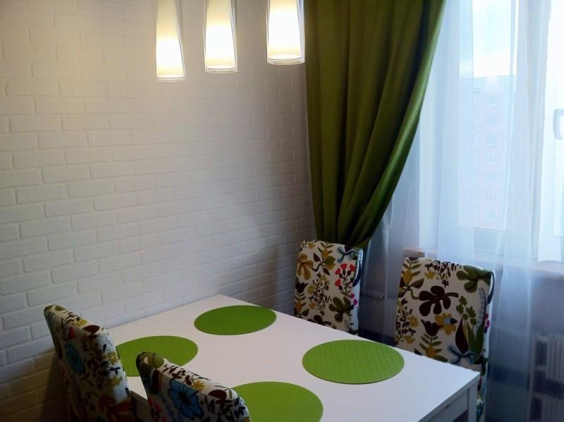 темно-зеленые портьеры на кухне