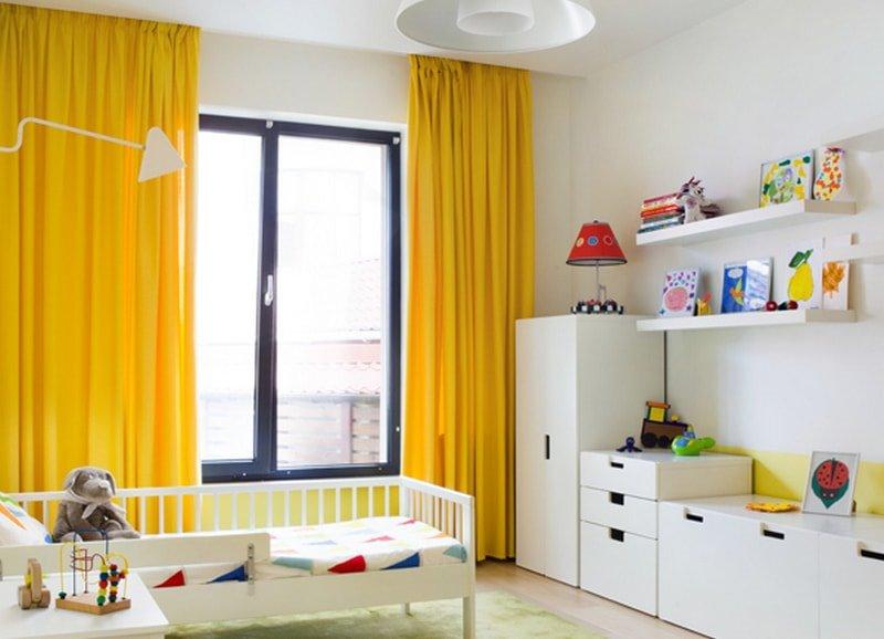 желтые портьеры в детской