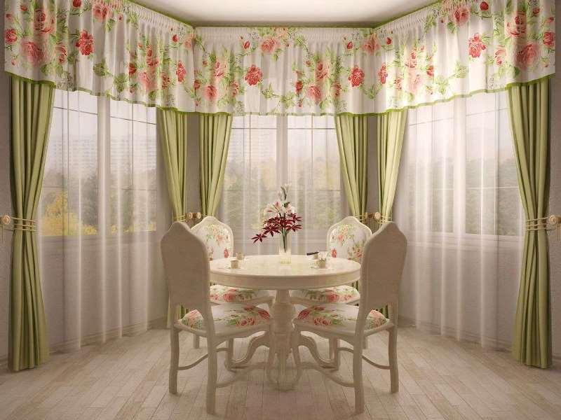 Эркер в столовой зоне со шторами в стиле прованс