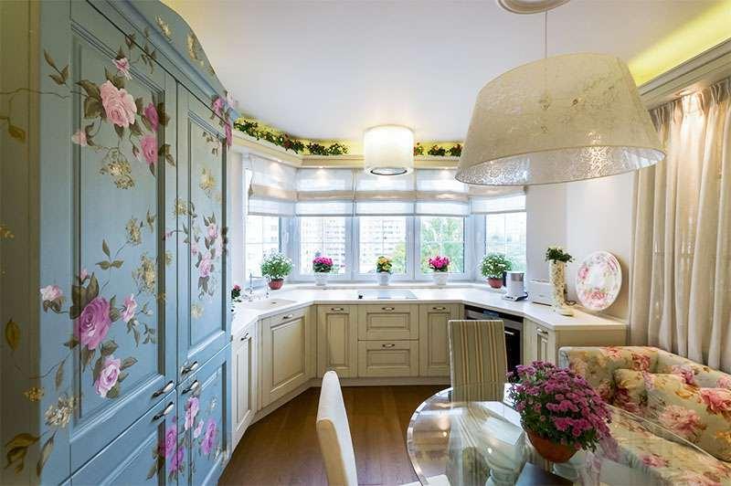 Кухня в стиле прованс с эркером