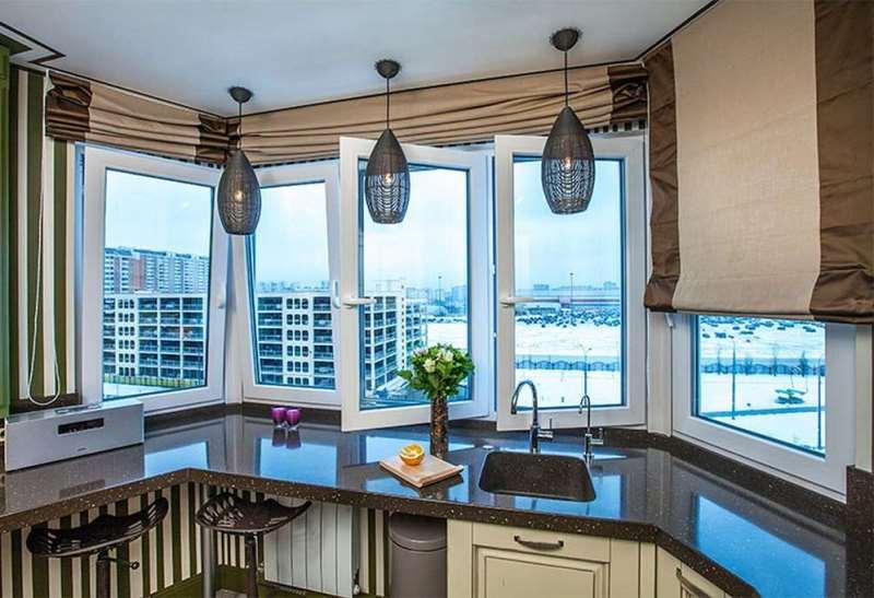 Подъемные римские шторы на кухне в эеркере п44т