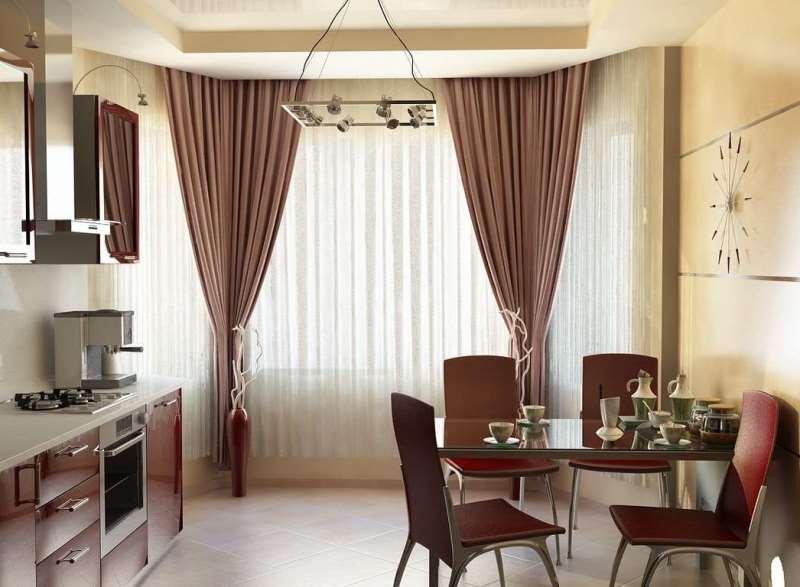 Портьеры и тюль на современной классической кухне с полуэркером